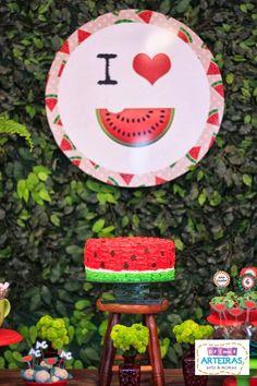 Esta procurando uma ideia linda e diferente para comemorar o aniversario da sua filha???Olha esta Festa da Melancia, que fofura!!Imagens do site Primas Arteiras.Lindas ideias e muita inspiração.B...