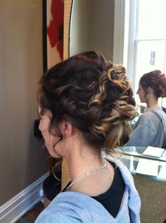 Gotta love this up-do!