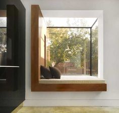 Window seat LOVE Contemporary property in London: Mapledene Road