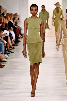 Ralph Lauren in 2020 Vogue Fashion, Fashion Week, Womens Fashion, Fashion Tips, Fashion Design, Fashion Trends, 90s Fashion, Indian Fashion, Korean Fashion
