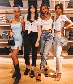 It's pretty much a reunion! ❤❤ Lottie, Gemma, Lou and Sophia! Louis Tomlinson, Tomlinson Family, One Direction Girlfriends, Sophia Smith, Gemma Styles, Eleanor Calder, One Direction Videos, Perfect Together, 1d And 5sos