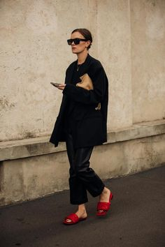 The best street style from Milan Fashion Week spring/summer 2020 - Vogue Australia Trend Fashion, Vogue Fashion, Fashion 2020, Daily Fashion, Fashion Outfits, Milan Fashion, Fashion Weeks, Style Fashion, Stylish Outfits