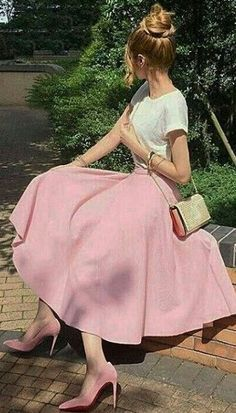 21 Super Ideas for skirt outfits pink shirts Stylish Formal Skirts for Women To Wear To Office Modest Dresses, Modest Outfits, Modest Fashion, Fashion Dresses, Cute Outfits, Pink Outfits, Elegant Dresses, Sexy Dresses, Romantic Fashion