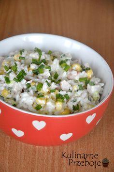 Sałatka z wędzonym kurczakiem, ryżem i ananasem, Sałatka z ryżem, sałatka z kurczakiem, sałatka z wędzonym kurczakiem, sałatka z ananasem, szybka sałatka.