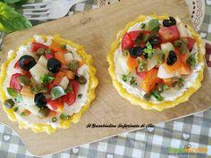 Crostatine di polenta con ricotta e patate estive  #ricette #food #recipes