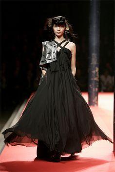 Yohji Yamamoto Spring 2008 Ready-to-Wear Collection Slideshow on Style.com