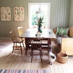 A Touch of Flair: 5 Tips for Decorating Your Lobby Swedish Decor Inspirations: 62 Gorgeous Photos – Futurist Architecture. Swedish Cottage, Retro Room, Scandinavian Home, Decor, Decor Inspiration, Cottage Decor, Home, Swedish Decor, Home Decor