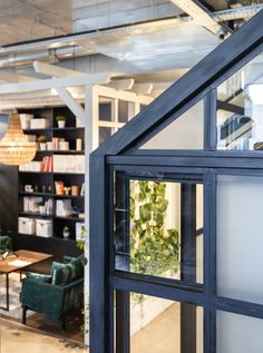 Thanks to the height of the ceiling we were able to play with the idea of integrating rooms within rooms. For example, our kitchen is situated in a glasshouse and the lounge area is placed under pergola.