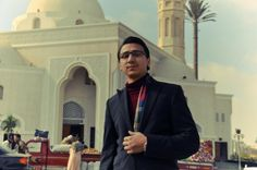 Prestrelku pred sídlom Republikánskej gardy v Káhire sa usiloval zachytiť aj jeden z fotoreportérov tamojších novín. Ani len netušil, že si nakrúti vlastnú smrť. Viac na http://tvnoviny.sk/sekcia/zahranicne/archiv/egyptsky-fotoreporter-si-nakrutil-vlastnu-smrt.html (Foto: Facebook)