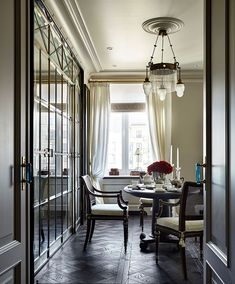 House Techniques And Strategies For traditional interior design living room Beautiful Interior Design, Best Interior, Beautiful Interiors, Modern Interior Design, California Room, Traditional Interior, Top Interior Designers, Trendy Bedroom, Luxurious Bedrooms
