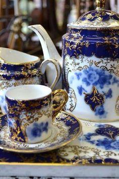 lovely flow blue china, Tea time Z Flow Blue China, Blue And White China, Blue Gold, Dark Blue, White Gold, Tea Cup Saucer, Tea Cups, Café Chocolate, Teapots And Cups