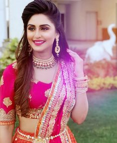 Krystle D'Souza is looking so pretty in this Indian look. She should be in movies Yes/No? Krystle D'Souza is looking so pretty in this Indian look. She should be in movies Yes/No? Bridal Hairstyle Indian Wedding, Bridal Hair Buns, Bridal Hairdo, Indian Wedding Hairstyles, Indian Hairstyles For Saree, Desi Bride, Open Hairstyles, Bride Hairstyles, Hairstyles For Gowns