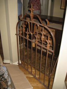 Old gate as doggie door inside house at the mud room Dog Proof Trash Can, Repurposed Furniture, Diy Furniture, Garden Gates And Fencing, Fences, Inside Doors, Pet Gate, Wood Stone, Iron Gates