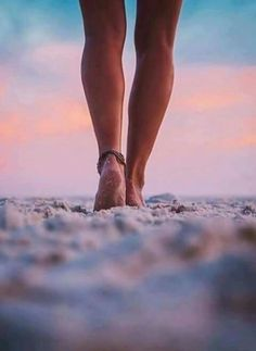 Find images and videos about summer, beach and sunset on We Heart It - the app to get lost in what you love. Beach Photography Poses, Beach Poses, Summer Photography, Creative Photography, Summer Pictures, Beach Pictures, Photo Guadeloupe, Shooting Photo, Beach Bum