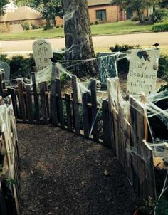 22 Halloween Decorations Made Out Of Recycled Pallets Pallet Home Accessories