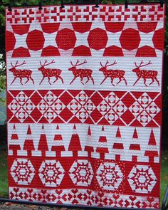 Christmas Jumper Quilt, a red and white row quilt, for the Christmas 2014 issue of Fat Quarterly. Blocks by Joanne, Susan, Nicky, Juliet, Lynne (Goldsworthy) and Joanna. Posted by Rose & Dahlia