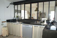 Vous ne voulez plus de votre cuisine ouverte? Installer des fenêtres, elles marqueront la séparation sans la cloitrer. www.entreprise-cochet.fr
