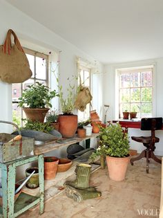 Indoor Potting Bench - who wouldn't love one of these?