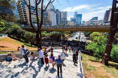 São Paulo é uma cidade no futuro: pós-apocalíptica, radioativa, seca, onde um dia dinheiro e trabalho não serão os únicos imperativos da vida social