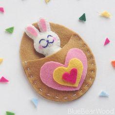 Easter Fabric Crafts Felt - This Super Cute Felt Bunny Craft Is A Perfect Pocket Pal. Bunny Crafts, Glue Crafts, Easter Crafts For Kids, Fabric Crafts, Fabric Glue, Felt Fabric, Paper Crafts, Wood Crafts, Dance Crafts