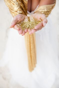 Gold glitter: http://www.stylemepretty.com/destination-weddings/2014/12/01/glamorous-caribbean-inspiration/ | Photography: Lesley Castle - http://www.lesleycastle.com/: