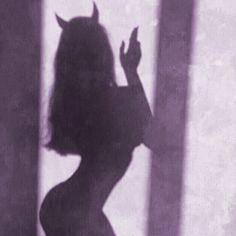 Imagem de Devil, girl, and shadow Demon Aesthetic, Bad Girl Aesthetic, Purple Aesthetic, Aesthetic Grunge, Aesthetic Photo, Aesthetic Pictures, Aesthetic Anime, Rauch Fotografie, Shadow Pictures
