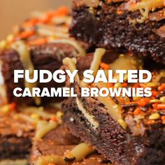 Quick Dessert Recipes, Raw Food Recipes, Sweet Recipes, Cooking Recipes, Halloween Desserts, Halloween Food For Party, Salted Caramel Brownies, Spooky Treats, Food Platters