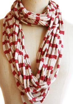 Collar/bufanda en punto circular de algodón. Este modelo se puede llevar doble o sencillo y se lo puedes prestar a tu chico.  www.lanadepez.com