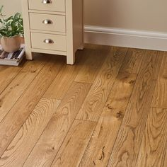Deluxe Georgian Oak is a classic beautiful solid wood floor, which will look fantastic in a traditional home with complementing furniture. Direct Wood Flooring, Solid Wood Flooring, Engineered Wood Floors, Hardwood Floors, Modern Traditional, Traditional House, Eclectic Design, Interior Design, Plank