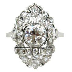 Charming 1920s Art Deco Filligree Diamond Platinum Ring 1.78 Carats