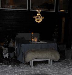 Longing for lots of white snow when it's dark and cold, so I addes some light outside. - Den kalde, fine, men mørke tida trenger litt lys...