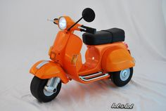 Mini Vespa® Chicco®: Customized for children (electric motor and other details).