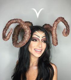 Elle incarne les 12 signes du Zodiaque avec du maquillage pour seul accessoire. Impressionnant !