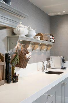 Uw landelijke keuken is pas echt af met dit prachtig verlichte wildrek. Het perfecte accessoire voor uw persoonlijke keuken.