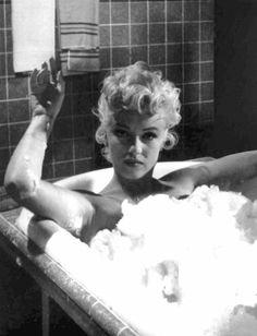 ★ Marilyn Monroe ♡ Old Hollywood ★ Marylin Monroe, Marilyn Monroe Fotos, Marilyn Monroe Bathroom, Marilyn Monroe No Makeup, Marilyn Monroe Clothes, Divas, Classic Hollywood, Old Hollywood, Hollywood Actresses