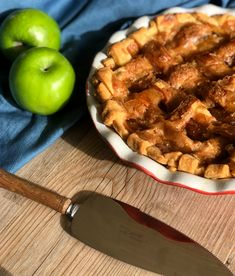 Delicious Caramel Apple Pie Recipe is amazing to make, from scratch using home made pastry, cinnamon apples and a divine caramel topping Apple Pie Recipes, Pastry Recipes, Fruit Recipes, Cooking Recipes, Apple Desserts, Veggie Recipes, Yummy Treats, Delicious Desserts, Yummy Food