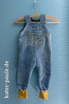 Papas Altkleider became Baby Wardrobe - Kater Paule Strampelhose Klimperklein Jeans Baby Clothes Patterns, Cute Baby Clothes, Clothing Patterns, Diy Clothes, Clothes Storage, Sewing For Kids, Baby Sewing, Vêtement Harris Tweed, Jean Diy