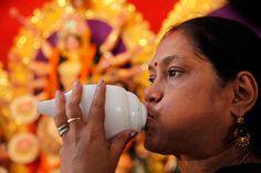 Shankh Blow in Durga Pooja