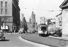 1952 Ein Wagen der Strassenbahnlinie 78 faehrt auf den Wittenbergplatz zu.