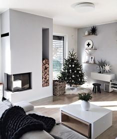 Decorate your minimalist living room for Christmas with a super cozy deep black chunky knit blanket made from 100 merino wool. It will be a great accent on any couch and will make sure you stay warm. Scandinavian Christmas Decorations, Modern Christmas Decor, Christmas Living Rooms, Cozy Christmas, Xmas Decorations, Christmas Tables, Purple Christmas, Coastal Christmas, Christmas Crafts