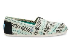 The Classics with a twist: this printed Alpargata will add a pop of color to any outfit. Casual and comfortable, these slip-ons pair well with just about anything.