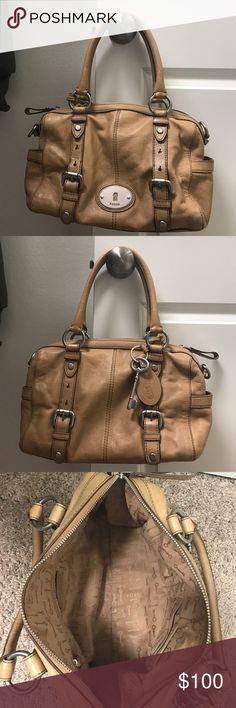 Fossil purse In good condition- Fossil purse! Medium sized! Very spacious! Fossil Other