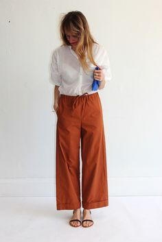 Maryam Nassir Zadeh Lou Drawstring Pant for work Orange Outfits, Orange Is The New Black, Linen Pants Outfit, Fashion Pants, Women's Fashion, Pantalon Large, Wide Pants, Cropped Pants, Drawstring Pants