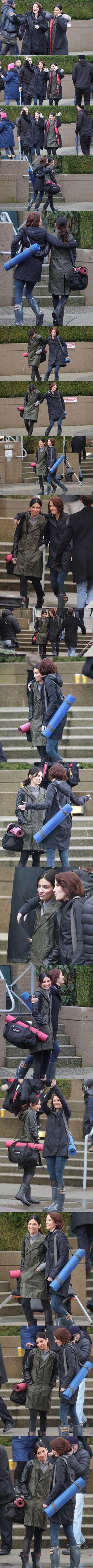Sanvers filming for 2x17 - Alex Danvers - Maggie Sawyer - Supergirl - Season 2. Love them.