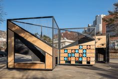 To overcome the lack of public playgound infrastructures due to overpopulation, B.U.S Architecture designed a modular, foldable structure to back up a number of different games.