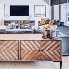 💬 Can you place a buffet behind the sofa? It serves as a great room divider, especially within an open plan living room. Living Room Divider, Home Living Room, Interior Design Living Room, Living Room Designs, Living Room Decor, Open Plan Kitchen Living Room, Muebles Living, Lounge Design, Idee Diy