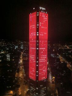 Edificio con proyección de vídeos en LEDS