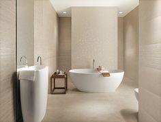 Minimalist and modern bathroom - Shower Remodeling Beige Bathroom, Bathroom Spa, Modern Bathroom, Small Bathroom, Master Bathroom, Bathroom Tile Designs, Bathroom Interior Design, City Bathrooms, Minimalist Bathroom Design