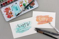 Selbstgeschriebene Geburtstagskarte -Hier findest du Tipps zum Handlettering, Material & Stiften -Übungsblätterzumkostenlosen Download für Anfänger