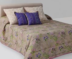 Boutí modelo   TILIA 02 BE   para cama de 135.  Composición: 100% Polyester  Hilo: Poliéster 100%  Forro:Polialgodón 100%  Relleno 100% poliéster.     Sus medidas son: 230 x 260cm